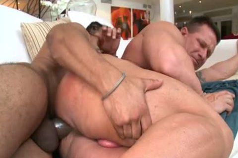 Muscle dude VS Castro's large chubby knob